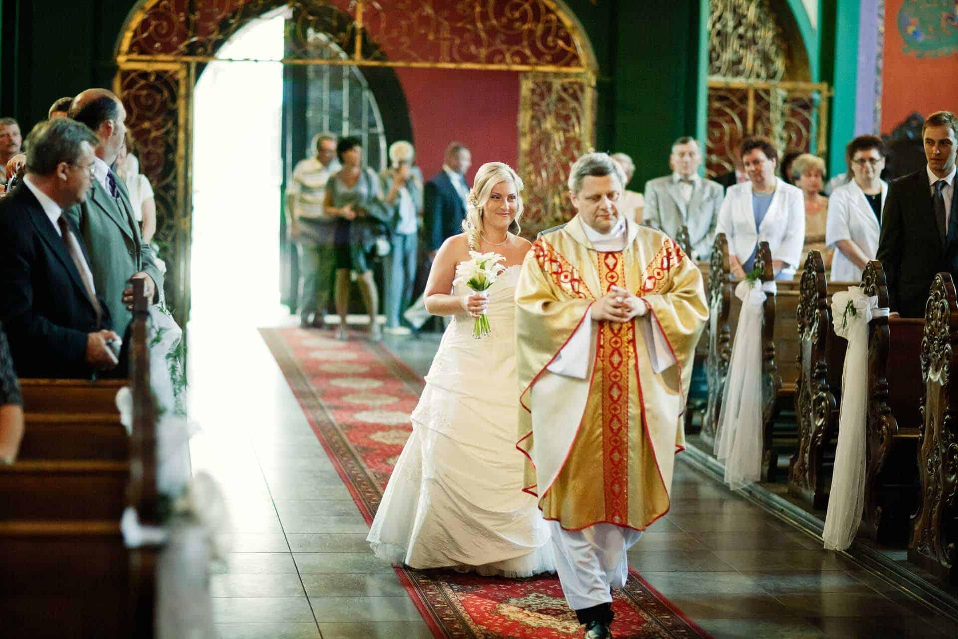fotografia-slubna-z-ceremonii-w-kosciele-bydgoszcz-anna-i-michal-para-mloda-007