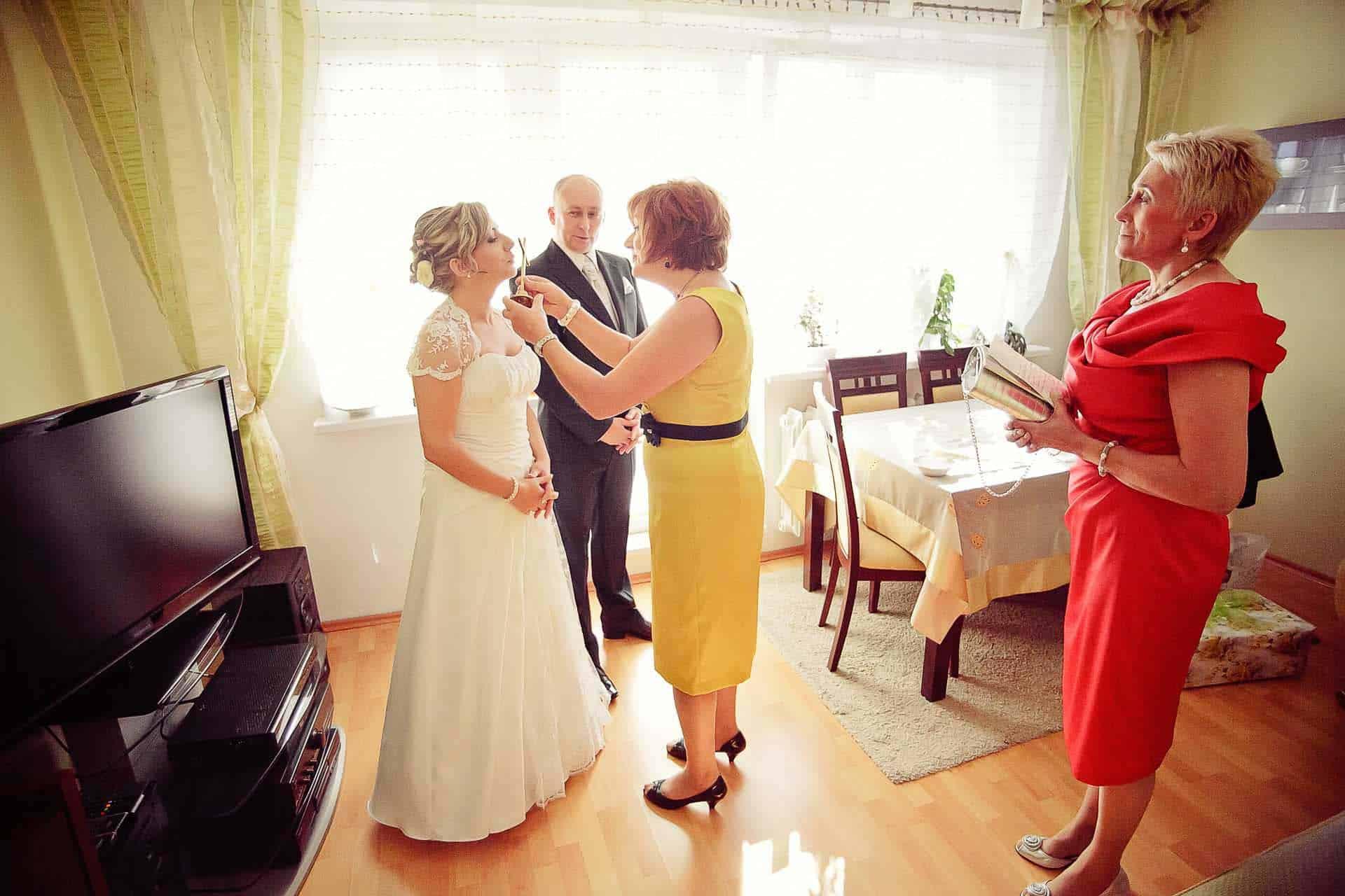 Zdjęcie Grupy 5D z przygotowań do ślubu - błogosławieństwo Pary Młodej .