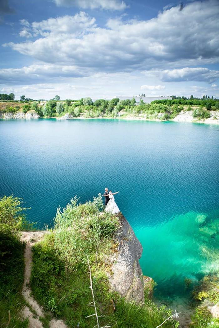 Fotografia ślubna w czerwcu – jak stworzyć nieprzeciętny klimat na fotografiach z pleneru ślubnego?