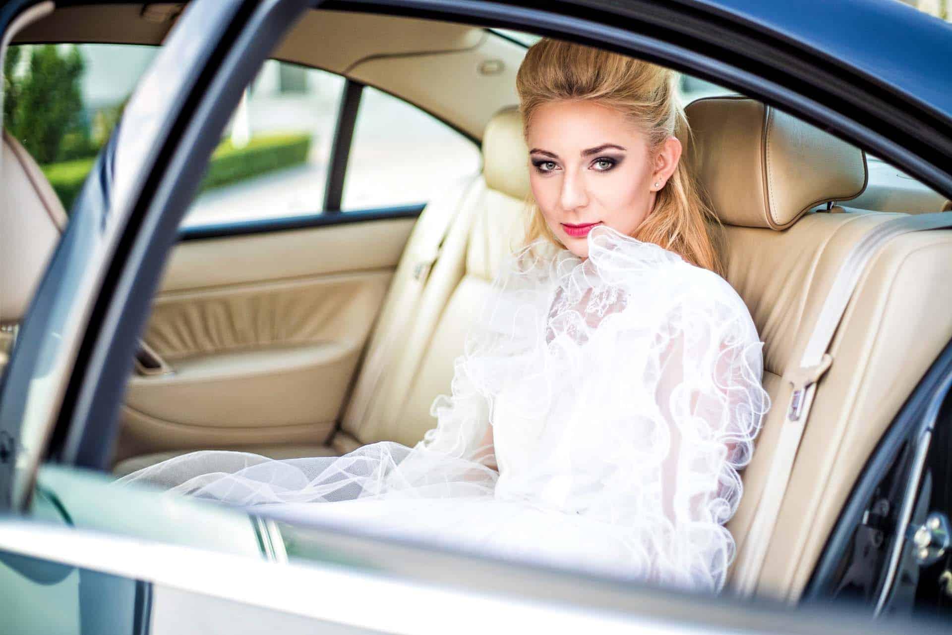 Wnętrze limuzyny ślubnej