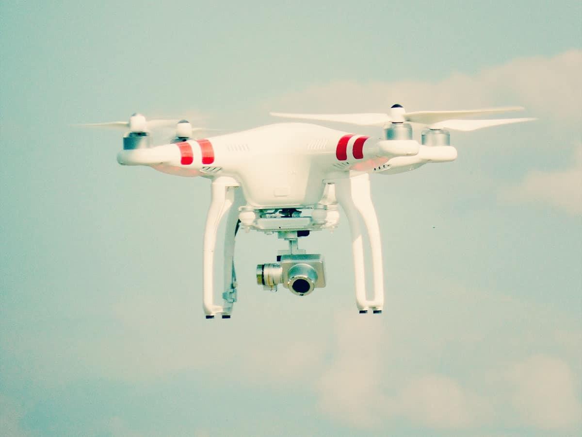 Dron do fotografii i wideoflimowania z powietrza