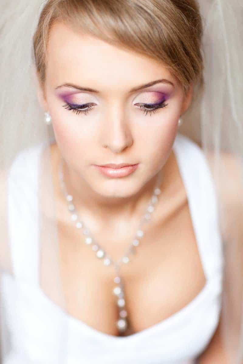 Fotografia z przygotowań do ślubu - gotowy make up dla Agnieszki