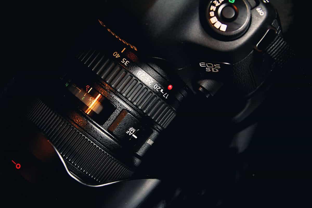 fotograficzna-lustrzanka-cyfrowa-canon-5d
