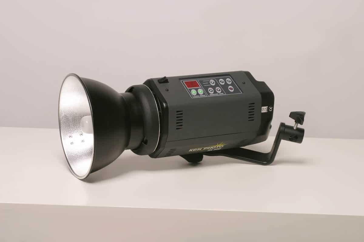 Wynajem studia fotograficznego - Bydgoszcz - oświetlenia z lampami błyskowymi z czaszą