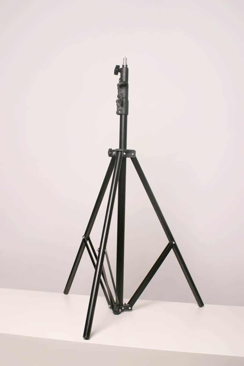 Wynajem studia fotograficznego - statyw fotograficzny w studio